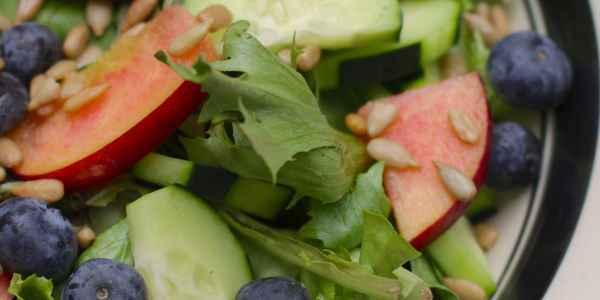 Blueberry-Nectarine Salad with Apple Cider Vinaigrette